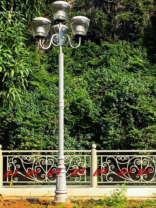 côt đèn sân vườn đế Pine