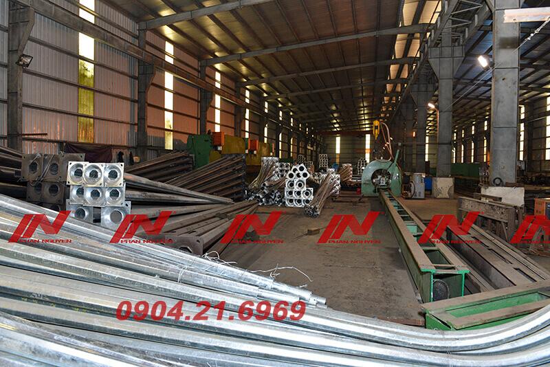 sản xuất cột đèn cao áp